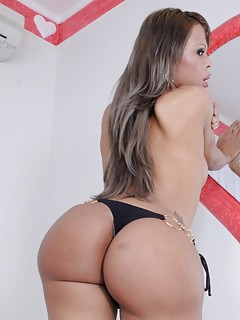 Big Booty Shemale Pics